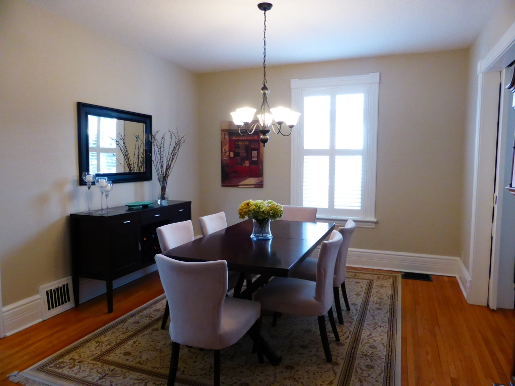 40 Robinson Staged Dining Room
