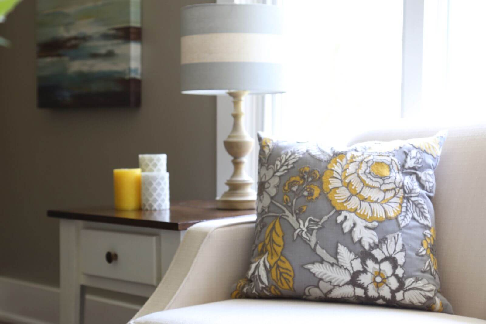 yellow and grey room