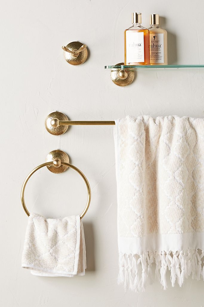 interior decorating bathroom accessories