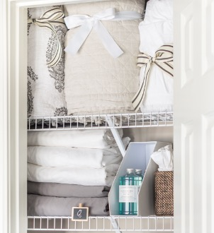Home Staging closet organizing