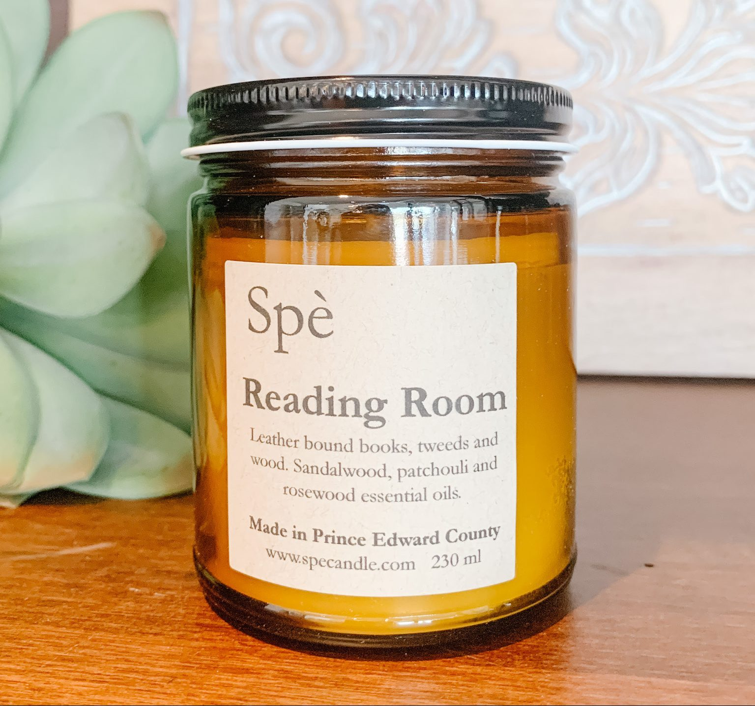 Luxury candle, soy candle, natural ingredients, Scented candle of mahogany and leather, masculine candle scent